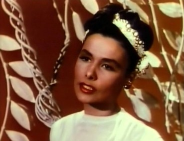 Lena_Horne_in_Till_the_Clouds_Roll_By_2