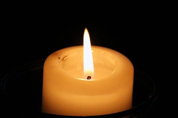 800px-Pourquoi._Lit_candle._(22590133777)